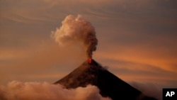 Philippines Mount Mayon Erupts