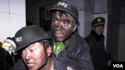 Buruh tambang Tiongkok sering mengalami kecelakaan akibat sistem keamanan tambang yang kurang diperhatikan (foto: dok.).