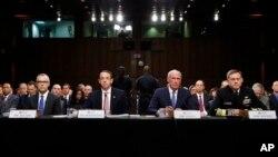 De izquierda a derecha, el director en funciones del FBI, Andrew McCabe: el fiscal adjunto, Rod Rosenstein; el director nacional de Inteligencia, Dan Coats, y el director de la Agencia de Seguridad Nacional, almirante Michael Rogers.