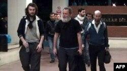 Eduar Elijas, Didije Fransoa, Pjer Tores i Nikola Enan (s leva) stižu u bolnicu u Turskoj