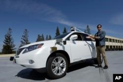 캘리포니아주 마운틴뷰 구글 사옥에서 시험중인 자율주행 자동차.