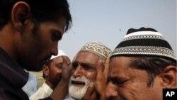 کراچی میں ایک حالیہ خودکش حملے میں ہلاک ہونے والے ایک شخص کے لواحقین