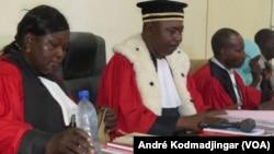 Les magistrats tchadiens en grève sèche pour revendiquer les meilleures conditions de travail, N'Djamena, Tchad, 11 septembre 2017. (VOA/André Kodmadjingar)
