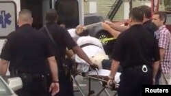 Ahmad Khan Rahami, nghi can vụ đánh bom ở New York và New Jersey, được đưa vào một xe cứu thương ở Linden, New Jersey, 19/9/2016.