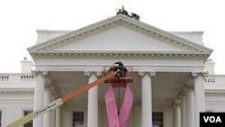 En Estados Unidos, se realiza una campana intensa para crear consciencia sobre el cáncer del seno.