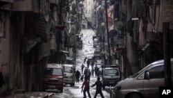 4일 시리아 정부군과 반군간 무력충돌로 폐허가 된 알레포 시의 주택가.