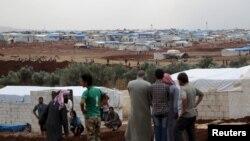 叙利亚土耳其边境的一个难民营中的叙利亚人难民(2015年10月23日)