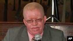 Celso Malavoloneke, director do Movimento Comunicação Integrada, e colunista do Semanário Angolense