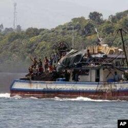 Tartışmalı bölgede avlanmaya giden Filipinli balıkçılar