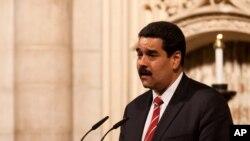 Los fondos prestados por Rusia a empresas venezolanas, incluida la petrolera PDVSA, no forman parte de la reestructuración de deuda acordada el miércoles entre Moscú y Caracas, dijo el gobierno del presidente Nicolás Maduro.