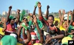 ບັນດາຜູ້ສະໜັັບສະໜູນ ພາກັນເຊຍ ຜູ້ສະໝັກເປັນປະທານາທິບໍດີ ທ່ານ John Magufuli ຂອງພັກ Chama Cha Mapinduzi ທີ່ເປັນຜູ້ນຳພາພັກ ໂຮມຊຸມນຸມກັນ ໃນ Dar es Salaam, ປະເທດ Tanzania, ວັນທີ 23 ຕຸລາ 2015.