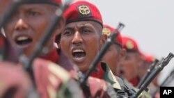 Pasukan Kopassus saat mengikuti parade HUT ke-74 Tentara Nasional Indonesia di Jakarta, 5 Oktober 2019. (Foto: AP)