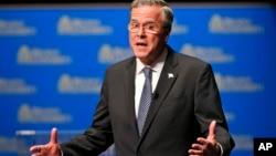 杰布·布什2015年10月23日在维吉尼亚州摄政大学一次美国共和党总统参选人论坛上讲话。