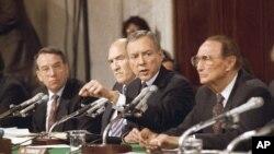 Senator Orin Heč iz Jute ispituje Anitu Hil 11. oktobra 1991.