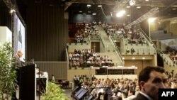 Tổng thống Nam Phi Jacob Zuma, trái, phát biểu trong lễ khai mạc của tuần thứ nhì của hội nghị biến đổi khí hậu tại Durban, Nam Phi, 6/12/2011
