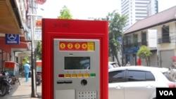 Mesin parkir meter di jalan Sabang, Jakarta, 29 September 2014 (Foto: VOA/Andylala)
