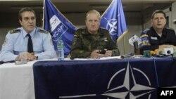 Direktor Kosovske policije Behar Selimi, komandant KFOR-a Erhard Biler i šef EULEX policije Udo Miler
