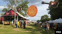 The 2013 Philadelphia Folk Festival at the Old Poole Farm in Schwenksville, Pennsylvania. (K. Cole/VOA)