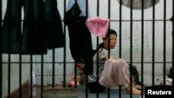 지난 2007년 태국 치앙라이 지방 경찰청에서 탈북 난민 여성이 제3국 입국을 위한 인터뷰를 기다리고 있다. (자료사진)