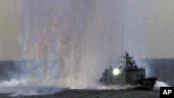 미사일 발사 훈련 중인 일본 해상자위대 함정. (자료사진)