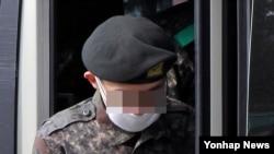 한국 대법원 전원합의체는 19일 육군 22사단 일반전초(GOP)에서 총기를 난사해 동료 5명을 살해한 임모 병장에게 사형을 선고했다.
