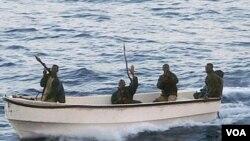 Sebuah kelompok bajak laut Somalia.