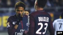 Neymar célèbre son but contre Amiens lors de la Coupe de la Ligue, le 10 janvier 2018