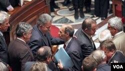 Para anggota DPR Perancis meloloskan RUU reformasi pensiun dengan suara 336 melawan 233 hari Kamis, 27 Oktober 2010.