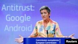La comisionada europea de Competencia, Margrethe Vestager, durante la conferencia de prensa para anunciar multa a Google en Bruselas, Bélgica, el 18 de julio de 2018.