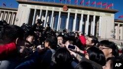 Перед открытием сессии Всекитайского собрания народных представителей