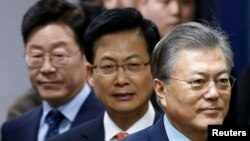The Democratic Party's candidates for the presidential primary Moon Jae-in, Choi Sung and Lee Jae-myung (R-L) attend an event to declare their fair contest in the party's presidential primary in Seoul, March 14, 2017.
