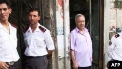 Սիրիայի ընդդիմադիր գործիչ Հասան Աբդուլ-Ազիմի գրասենյակի մուտքը Ասսադի կողմնակիցների հարձակումից հետո