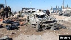 2013年10月20自一枚卡车炸弹在哈马市爆炸后留下的汽车残骸