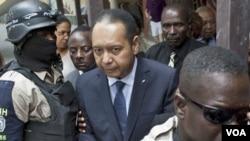 Defen Prezidan avi Jean Claude Duvalier apre retou li ann Ayiti an 2011 (Foto achiv).