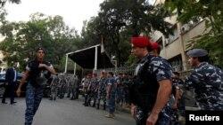 Des policiers devant un tribunal, Beyrouth, Liban 20 octobre 2017.