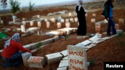Cementerio de combatientes kurdos que han muerto en Kobani, en Suruc, frontera siria-turca.