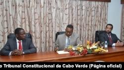 João Pinto Semedo (esq), Aristides Lima (cen) e José Pina Delgado (esq), juizes do Tribunal Constitucional de Cabo Verde