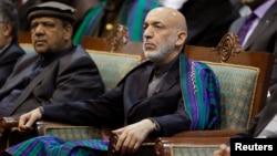 出席大國民議會最後一日卡爾扎伊的。