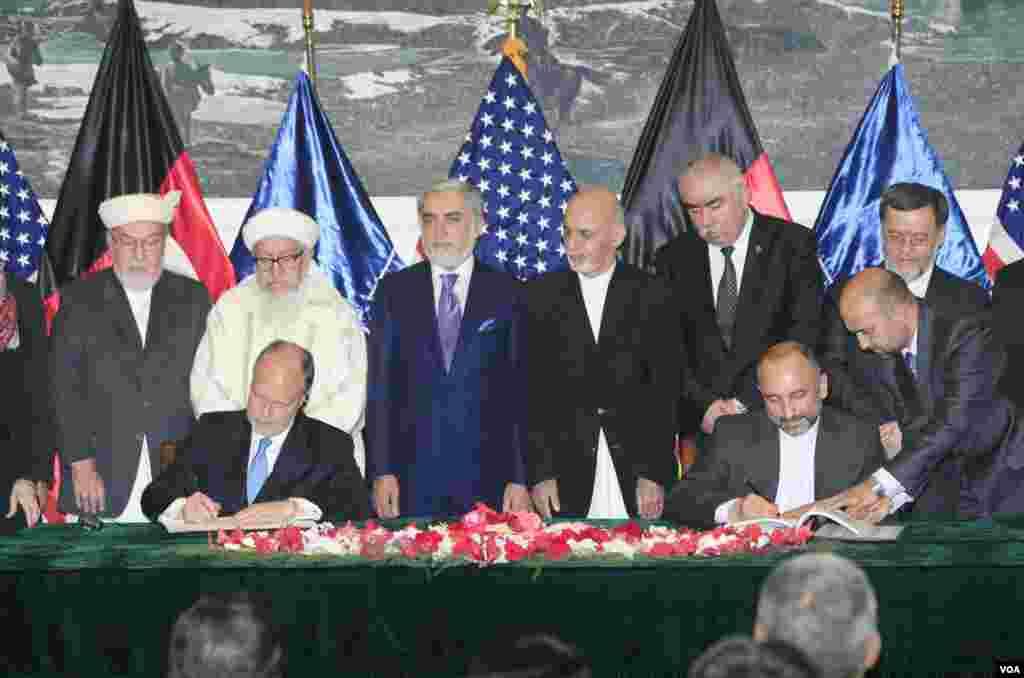در نخستین روزهای کاری حکومت وحدت ملی، موافقتنامۀ امنیتی دو جانبه میان ایالات متحده و افغانستان امضا شد.