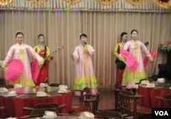 丹东平壤高丽饭店的朝鲜服务员