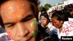 Người lao động ở Campuchia kêu gọi các nhà lập pháp tăng mức lương quy định tối thiểu cho công nhân ngành dệt may.