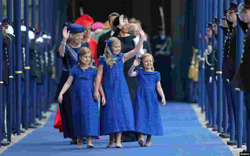 Netherlands Princess Beatrix follows the granddaughters Crown Princess Catharina-Amalia (C) Princess Alexia (L) and Princess Ariane on their way out from the Nieuwe Kerk church in Amsterdam after the religious crowning cerminony.