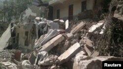Gempa bumi mengancurkan rumah-rumah di kota Zhaotong, provinsi Yunnan (7/9). Lebih dari 60 tewas dan ribuan rumah rusak akibat gempa tersebut.