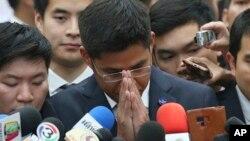 Lãnh đạo đảng Thai Raksa Chart, Preechapol Pongpanich, phát biểu với báo giới tại Tòa án Hiến pháp ở Bangkok, Thái Lan, ngày 7/3/2019.