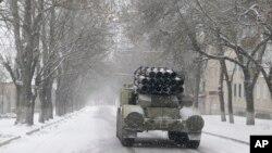우크라이나군 소속 이동식 미사일 발사대가 지난 2월 아르테미우시크 인근에서 기동하고 있다. (자료사진)