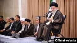 이란의 최고 지도자 아야톨라 알리 하메네이가 연설하고 있다. (자료사진)