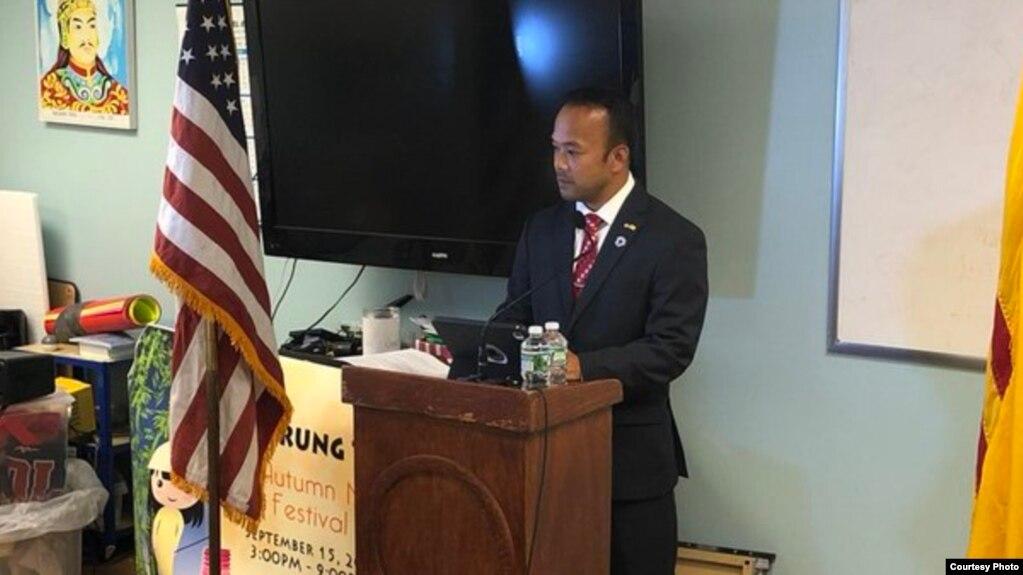 Thượng Nghị sĩ bang Massachusetts Dean Trần phát biểu tại buổi họp báo ngày 6/9/2018.
