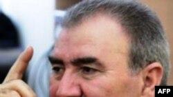 Cəmil Həsənlinin 60 yaşın zirvəsində nəsihətləri