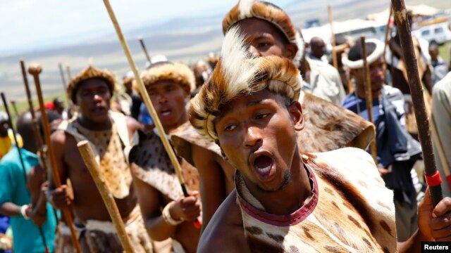 Les pillards répondent à l'appel d'un roi Zulu Goodwill Zwelithini pour qui ous les étrangers devraient faire leurs bagages.