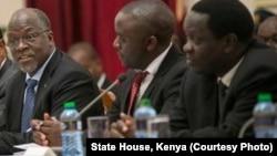 Rais John Magufuli (kushoto) na Waziri Charles Mwijage (kulia)